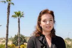 Retrato de Oriente Medio joven hermoso de la mujer contra el cielo azul Fotografía de archivo libre de regalías