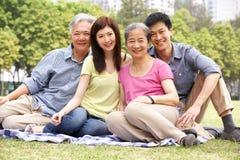 Retrato de padres chinos con los niños adultos Fotos de archivo libres de regalías