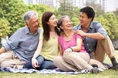 Retrato de padres chinos con los niños adultos Imágenes de archivo libres de regalías