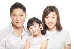 Retrato de padres chinos jovenes, hija de la familia Imagen de archivo libre de regalías