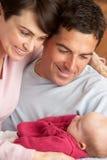 Retrato de padres orgullosos con el bebé recién nacido Imágenes de archivo libres de regalías