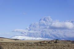 Retrato de Panoram da erupção do vulcão em Islândia Imagem de Stock