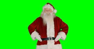 Retrato de Papá Noel que da beso del vuelo almacen de video