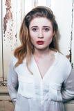 Retrato de parecer adolescente de la chica joven malo como el drogadicto, social i Fotos de archivo libres de regalías