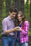 Retrato de pares adolescentes felices Imágenes de archivo libres de regalías