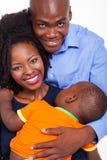 Bebé africano de los pares fotografía de archivo libre de regalías