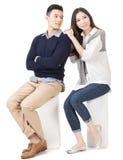 Retrato de pares asiáticos atrativos novos fotografia de stock