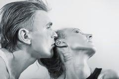 Retrato de pares novos no amor imagem de stock royalty free