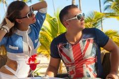 Retrato de pares românticos nas férias fotos de stock royalty free