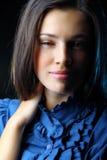 Retrato de piscadelas felizes de uma jovem mulher Foto de Stock