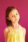 Retrato de pouco 6 anos bonitos da menina idosa Fotos de Stock Royalty Free