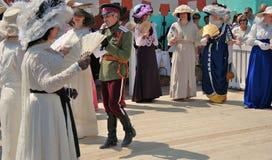 Retrato de povos da dança em trajes históricos foto de stock