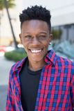 Retrato de rir o homem afro-americano fotos de stock royalty free