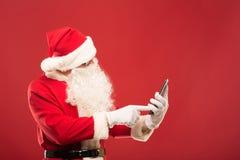 Retrato de Santa Claus feliz con un saco enorme fotografía de archivo