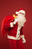 Retrato de Santa Claus feliz con un saco enorme Imagen de archivo libre de regalías