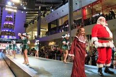 Retrato de Santa Girls feliz y de Papá Noel Imagen de archivo libre de regalías