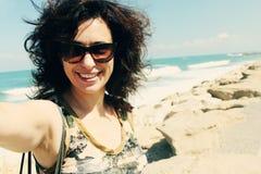 Retrato de Selfie de 35 anos bonitos da mulher adulta Imagem de Stock Royalty Free