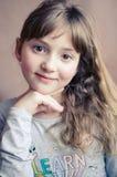 Retrato de sorriso bonito da menina Foto de Stock