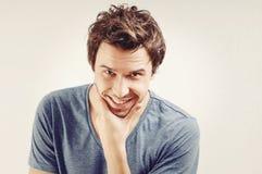 Retrato de sorriso considerável dos homens novos Imagens de Stock Royalty Free