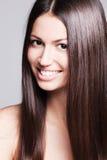 Retrato de sorriso da mulher da beleza Fotografia de Stock Royalty Free
