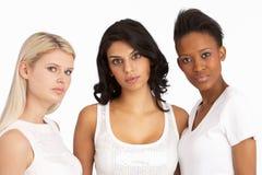 Retrato de três mulheres novas atrativas no estúdio Fotografia de Stock