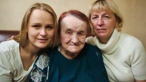Retrato de tres mujeres de diversa edad metrajes