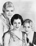 Retrato de tres mujeres (todas las personas representadas no son vivas más largo y ningún estado existe Garantías del proveedor q foto de archivo