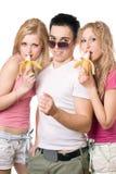 Retrato de tres personas jovenes sonrientes juguetonas Imagen de archivo libre de regalías