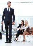 Retrato de um advogado praticando no fundo do escritório Ilustração do JPG + do vetor Fotografia de Stock
