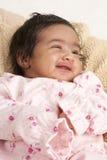 Retrato de um bebé recém-nascido de sorriso Imagens de Stock