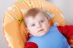 Retrato de um bebê bonito de 6 meses. Fotos de Stock