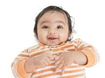 Retrato de um bebê de sorriso, isolado no branco Fotos de Stock Royalty Free