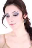 Retrato de um brunette com olhos fumarentos Fotografia de Stock