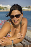 Brunette de sorriso Fotografia de Stock Royalty Free