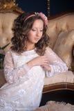 Retrato de um brunette novo Foto de Stock Royalty Free