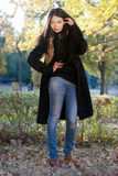 Retrato de um brunette novo bonito Fotografia de Stock Royalty Free
