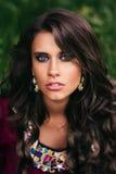Retrato de um cigano bonito da menina imagens de stock royalty free
