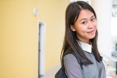 Retrato de um estudante fêmea novo de Ásia na universidade Fotografia de Stock