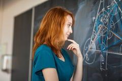 Retrato de um estudante universitário consideravelmente novo imagem de stock royalty free