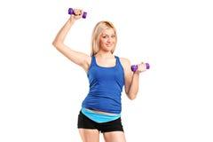 Retrato de um exercício de sorriso da fêmea Foto de Stock Royalty Free