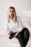 Retrato de um fotógrafo da menina Imagem de Stock