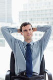 Retrato de um gerente novo que relaxa Imagens de Stock
