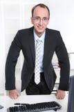 Retrato de um gerente simpático em seu escritório Fotos de Stock Royalty Free