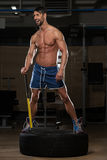 Retrato de um homem com martelo e trator Foto de Stock Royalty Free