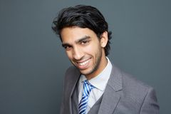 Retrato de um homem de negócio novo alegre Imagens de Stock