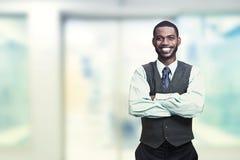 Retrato de um homem de negócios de sorriso novo foto de stock royalty free