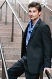 Retrato de um homem de negócios novo feliz imagens de stock royalty free