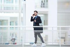 Retrato de um homem de negócios novo na moda Fotos de Stock Royalty Free