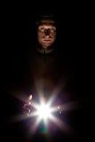 Retrato de um homem em um fundo preto Fotografia de Stock