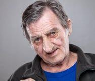 Retrato de um homem idoso fotos de stock royalty free
